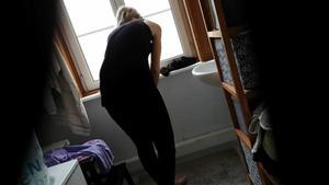 Voyeur Peeping on naked stepsister in bathroom