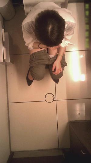 15304979 Women's Toilet Travel No.04 Gymnastics sitting on the toilet seat !? (→ Full view ♪) / 5 people taken outside!