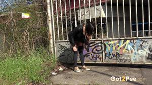 Grafitti peeing